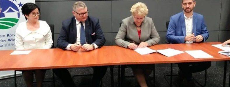 Podpisanie umowy przez Gminę Słupca