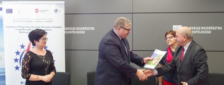 Podpisanie umowy przez Gminę Ostrowite